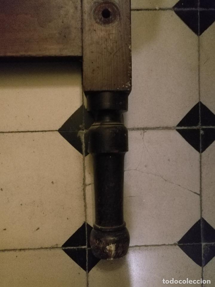 Antigüedades: CAMA DE MADERA ANTIGUA TORNEADA - Foto 9 - 101781463