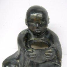 Antigüedades: BUDA EN CERAMICA PATINA DE BRONCE - FIRMADO M.NAVARRO 2005. Lote 101831507