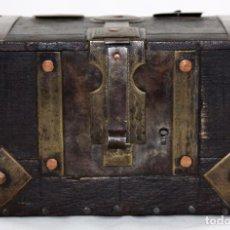 Antigüedades: ANTIGUA CAJA O COFRE EN MADERA Y METAL DEL SIGLO XIX. Lote 101857763