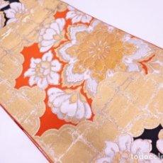 Antigüedades: JAPON, ANTIGUO KIMONO , FUKURO OBI DE SEDA, FABRICO EN JAPON, DISEÑO NUBES DORADAS Y FLORES. Lote 101904311