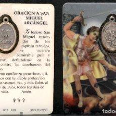 Antigüedades: MEDALLA ESTAMPA Y ORACION A SAN MIGUEL 8,5CM X 5,5CM. Lote 101914115