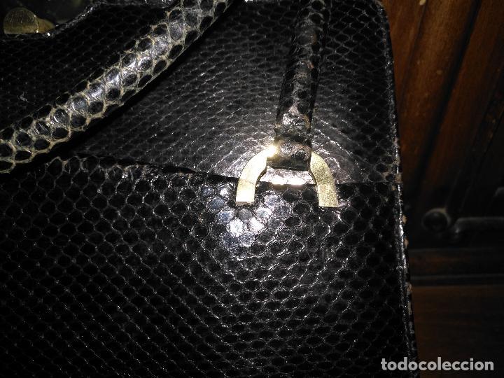 Antigüedades: bolso fiesta de piel de serpiente negro antiguo original con monedero - Foto 8 - 101924715