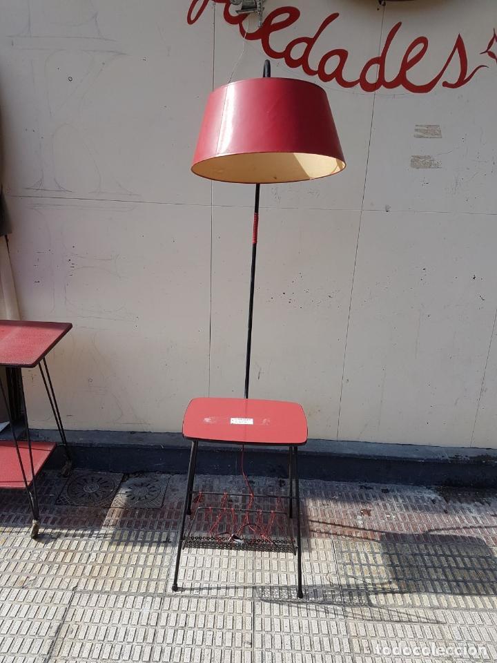 Lampara Vintage Con Mesa Auxiliar Incorporada Y Revistero Anos 50 Aprox