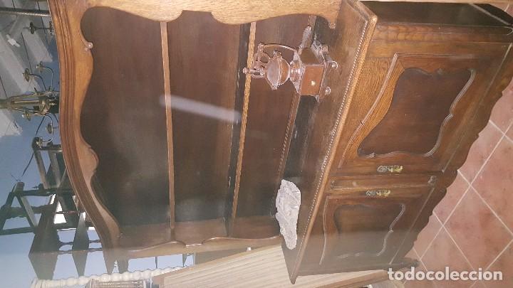 Antigüedades: Aparador en madera de roble de dos cuerpos. - Foto 2 - 101974795