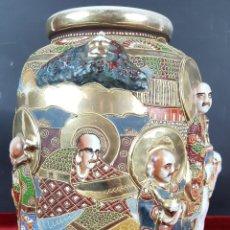Antigüedades: JARRÓN. PORCELANA PINTADA A MANO CON RELIEVES. JAPÓN. SATSUMA. SIGLO XIX-XX. . Lote 101980079