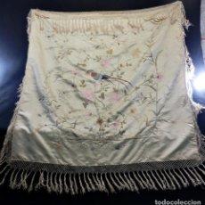 Antigüedades: MANTÓN S XIX EN COLOR CHAMPAGNE, BORDADO A MANO. . Lote 102000043