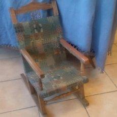 Antigüedades: PEQUEÑA MECEDORA ANTIGUA. Lote 102009927
