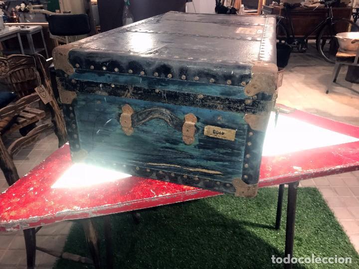 Antigüedades: Antigua maleta baul con etiquetas y direcciones. - Foto 2 - 102013219