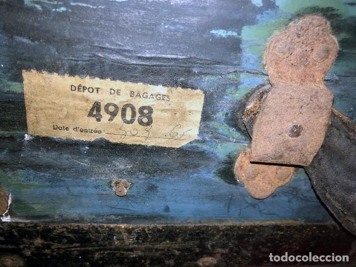 Antigüedades: Antigua maleta baul con etiquetas y direcciones. - Foto 14 - 102013219