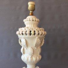 Antigüedades: LAMPARA CERÁMICA DE MANISES COLOR BLANCO . Lote 102024795