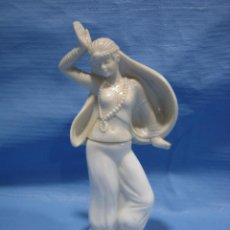 Antigüedades: FIGURA DE AVON EN CRISTAL. CONTIENE EL PERFUME. Lote 102047655