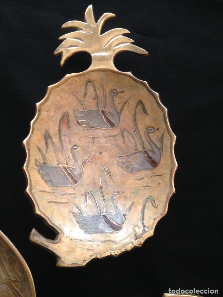 Antigüedades: PRECIOSO JUEGO COMPUESTO DE TRES CENICEROS EN METAL DORADO - Foto 3 - 102050779