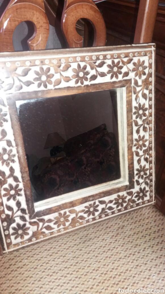 antiguo espejo enmarcado en madera tallada a ma - Comprar en ...