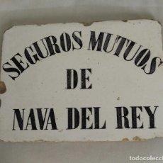 Antigüedades: AZULEJO EN CERAMICA DE SEGUROS MUTUOS DE NAVA DEL REY, SIGLO XIX. Lote 102073719