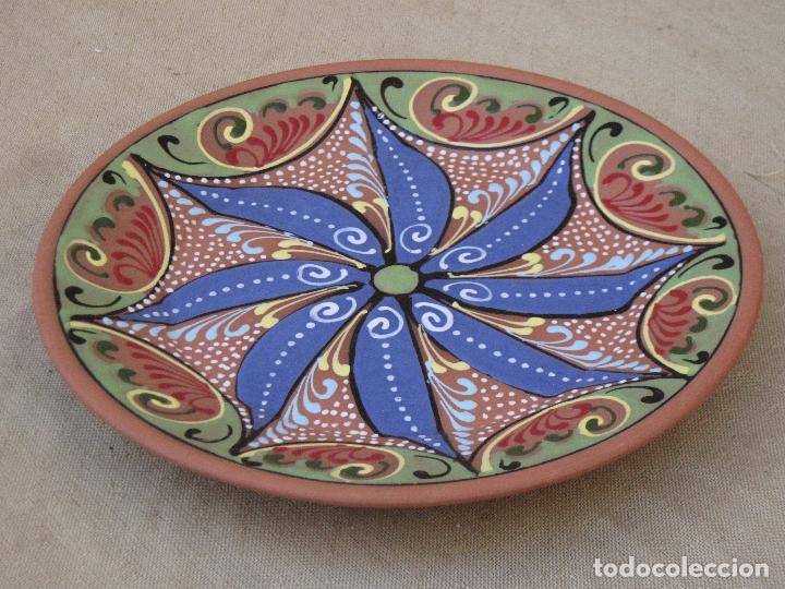 PLATO EN CERAMICA PINTADO Y VIDRIADO A LA BORBOTINA. BAILEN ( JAEN ) (Antigüedades - Porcelanas y Cerámicas - Lucena)