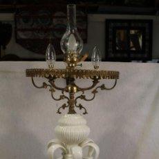 Antigüedades: LAMPARA DE CERAMICA DE MANISES. ESMALTADA EN BLANCO . Lote 102121699
