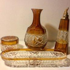Antigüedades: CONJUNTO DE TOCADOR DE CRISTAL TALLADO TRANSPARENTE Y ÁMBAR.. Lote 102136874
