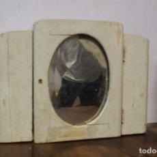 Antigüedades: BONITO ARMARITO CON ESPEJO COLOR BLANCO, SIN LLAVE. MEDIDAS EN FOTO. Lote 102182795