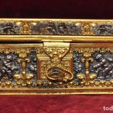 Antigüedades: SENSACIONAL COFRE (FINALES SIGLO XIX) EN BRONCE Y METAL DORADO. Lote 102195791