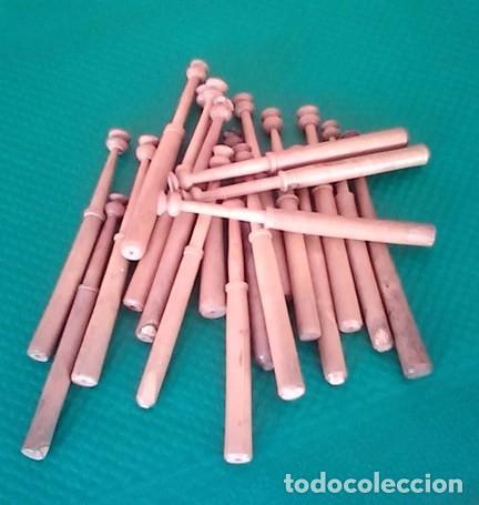 BOLILLOS / BOLILLO / BOIXET - LOTE DE 20 - MADERA BOJ - MEDIDA 10,5 CM - PARA LABORES DE PUNTILLAS (Antigüedades - Moda - Encajes)
