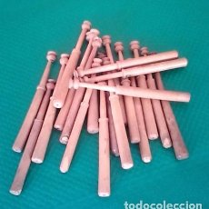 Antigüedades: BOLILLOS / BOLILLO / BOIXET - LOTE DE 20 - MADERA BOJ - MEDIDA 10,5 CM - PARA LABORES DE PUNTILLAS. Lote 102217723