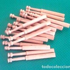 Antigüedades: BOLILLOS / BOLILLO / BOIXET - LOTE DE 22 - MADERA BOJ - MEDIDA 10 CM - PARA LABORES DE PUNTILLAS. Lote 102219471