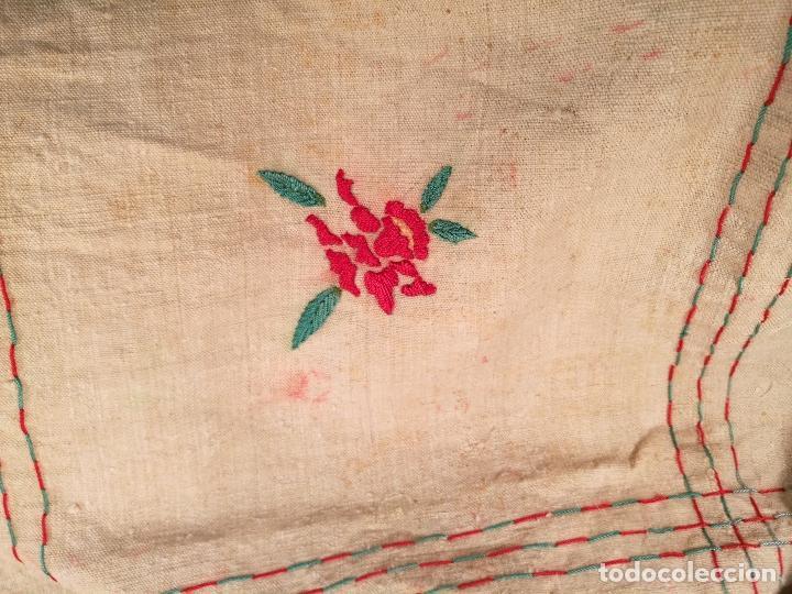 Antigüedades: ANTIGUO MANTEL CAÑAMO Y LINO TIPO ARPILLERA ...BORDADO AÑOS 40-50 ESPAÑA--6 SERVICIOS - Foto 4 - 102259659