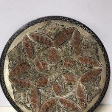 Antigüedades: PLATO DE COBRE MUY TRABAJADO A MANO. Lote 102356139
