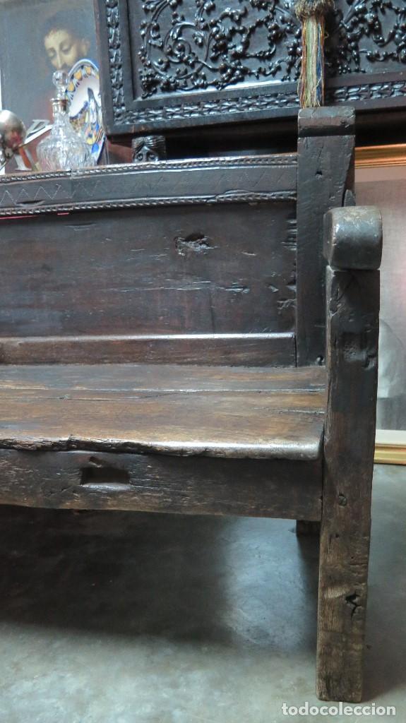 Antigüedades: ESCAÑO O BANCA DE NOGAL ESPAÑOL. SIGLO XVII - Foto 4 - 102371075
