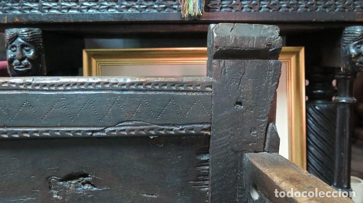 Antigüedades: ESCAÑO O BANCA DE NOGAL ESPAÑOL. SIGLO XVII - Foto 6 - 102371075