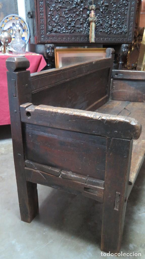 Antigüedades: ESCAÑO O BANCA DE NOGAL ESPAÑOL. SIGLO XVII - Foto 11 - 102371075