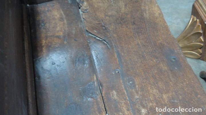 Antigüedades: ESCAÑO O BANCA DE NOGAL ESPAÑOL. SIGLO XVII - Foto 17 - 102371075