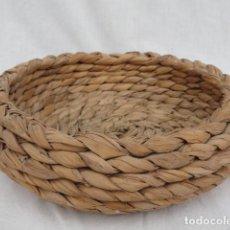 Antigüedades: CESTA BANDEJA HUEVERA DE ESPARTO.. Lote 102386291