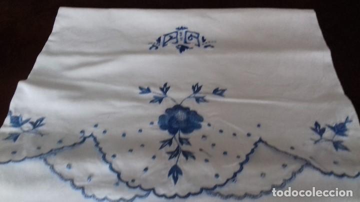 ANTIGUA FUNDA DE ALMOHADA BORDADA A MAQUINA CON INICIALES. (Antigüedades - Hogar y Decoración - Sábanas Antiguas)