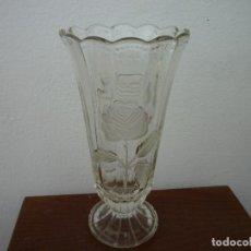 Antigüedades: JARRON VINTAGE DE CRISTAL TRANSPARENTE GRUESO. Lote 102410751