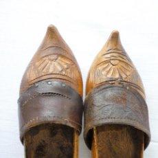 Antigüedades: ANTIGUAS ZOCAS DE MADERA HECHAS A MANO - TIPICAS DE ZONAS NORTEÑAS. Lote 102429787