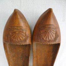 Antigüedades: ANTIGUAS ZOCAS DE MADERA HECHAS A MANO - TIPICAS DE ZONAS NORTEÑAS -. Lote 102429967