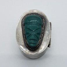 Antigüedades: COFRE ANTIGUO EN PLATA DE LEY PUNZONADA CON CABUJON DE JADE TALLADO A MANO, TULUM, MEXICO .. Lote 102443399