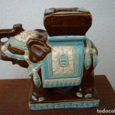 Antigüedades: ELEFANTE DE PORCELANA ORIENTAL CON LA TROMPA HACIA ARRIBA. Lote 102465767