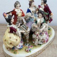 Antigüedades: GRUPO MUSICAL EN PORCELANA DRESDEN GERMANY . Lote 102620499