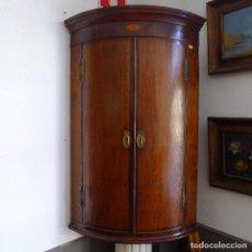 Antigüedades: PRECIOSA ARMARIO DE ALACENA ANTIGUO DE ESQUINA DE CAOBA INCRUSTADO VICTORANO C.1810/30 . Lote 102631767