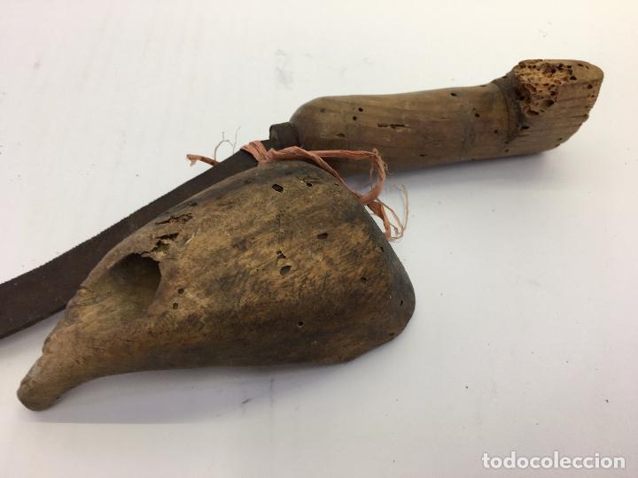 Antigüedades: ANTIGUA HOZ Y ZOQUETA PARA SEGAR (lote de segador) - Foto 6 - 102632967