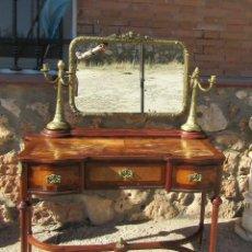 Antigüedades: CÓMODA ANTIGUA CON ESPEJO. Lote 102634699