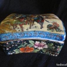 Antigüedades: CAJA DE PORCELANA ORIENTAL CON EL SELLO SATSUMA EN LA BASE. Lote 102679267