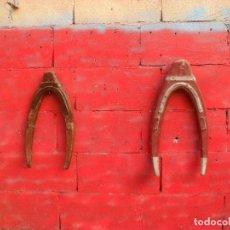 Antigüedades: 2 ORCATES ,RUSTICO,CABALLERIAS. Lote 102685419