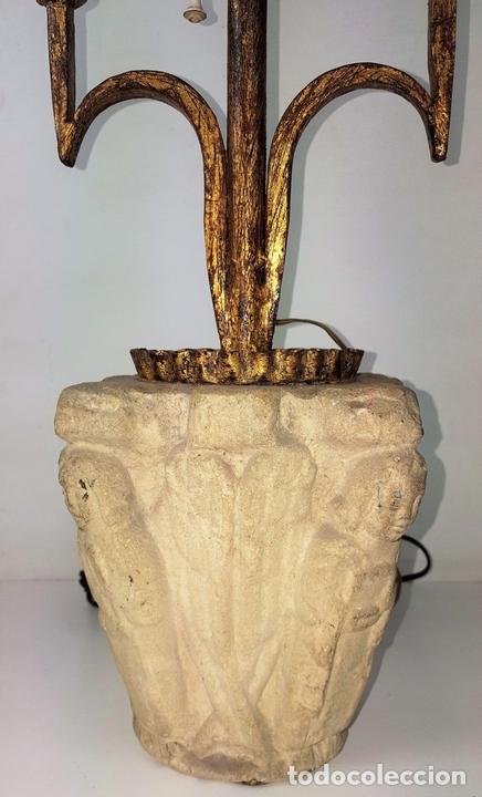 Antigüedades: LÁMPARA DE SOBREMESA. HIERRO FORJADO Y DORADO. PANTALLA DE PERGAMINO. ESPAÑA. SIGLO XX. - Foto 5 - 102689831