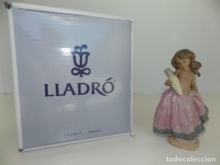 LLADRO: AGUADORA CORINTIA (ROSA). ESCULTOR: JOSE PUCHE. CAJA ORIGINAL, NUEVA, A ESTRENAR! (Antigüedades - Porcelanas y Cerámicas - Lladró)