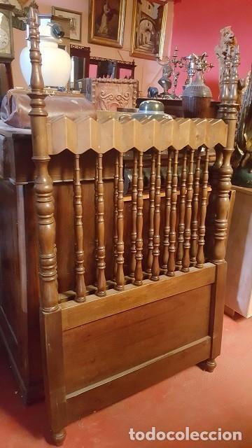 PAREJA DE CABECEROS DE ESTILO GÓTICO EN MADERA. PARA CAMA INDIVIDUAL. (Antigüedades - Muebles Antiguos - Camas Antiguas)