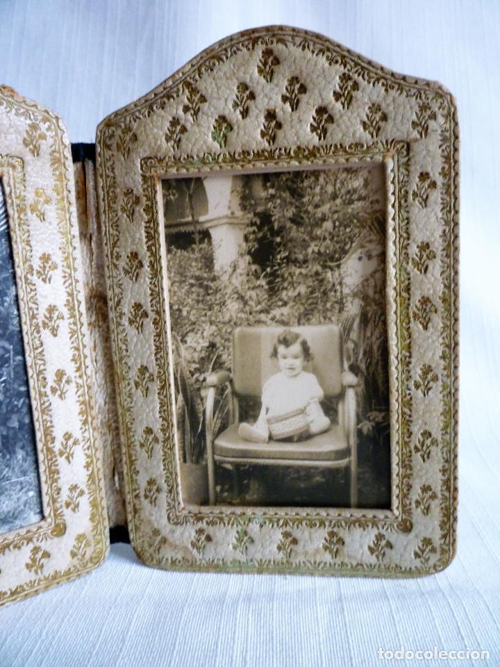 Antigüedades: ANTIGUO PORTAFOTOS DOBLE DE PIEL REPUJADO - PLEGABLE EN FORMA DE LIBRILLO - - Foto 3 - 102750519