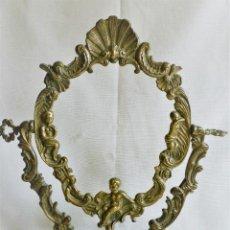 Antigüedades: MARCO DE BRONCE DE MESA GIRATORIO MUY ORNAMENTADO. Lote 102750639